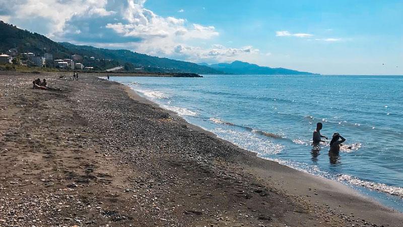 Eynesil Belediyesi Halk Plajı Kullanıma Açıldı